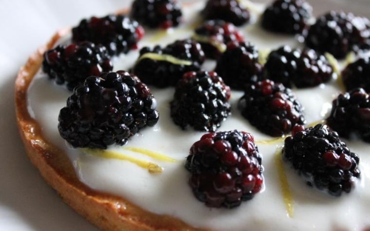 Crostata yogurt magro limone e more: dolcetto facile e sfizioso!