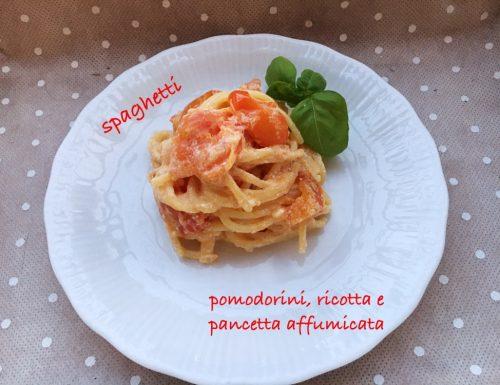 Spaghetti con ricotta, pomodorini e pancetta affumicata