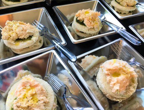 Tiramisù mozzarella salmone e basilico – finger food facile!