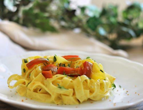 Tagliatelle curcuma e peperoni – coloriamo la tavola!