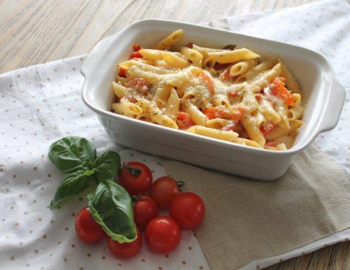Pasta al forno con acciughe, pomodorini e mozzarella