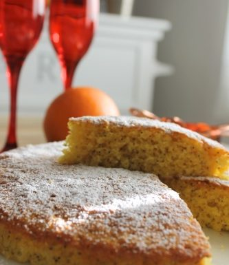 Torta all'arancia, curcuma e semi di papavero