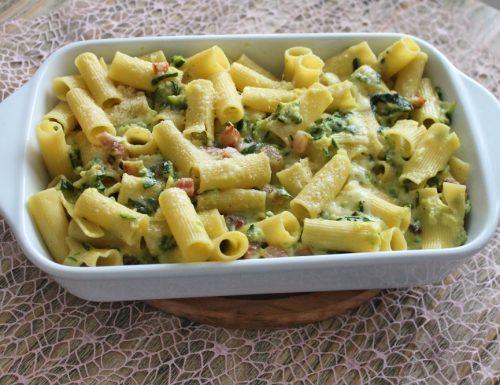Pasta al forno con guanciale, zucchine e mozzarella