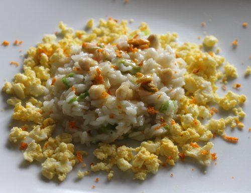 Risotto agli asparagi con fiori di zucca, curcuma e briciole di uova