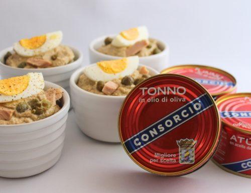 Cocotte di patate e uova avvolte in crema di tonno