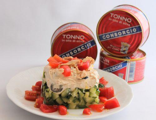 Mousse di tonno con olive nere su tartare di zucchine piccante