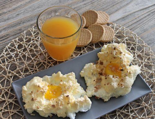 Nidi di uova al forno con mandorle