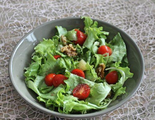 #pranzoinufficio un'insalata dolce e salata facilissima!