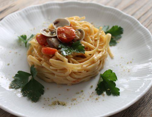 Linguine alle vongole con pistacchi e pomodorini