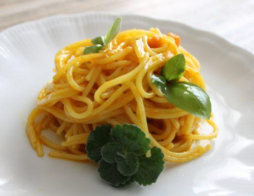 Spaghetti alla crema di carote e curcuma