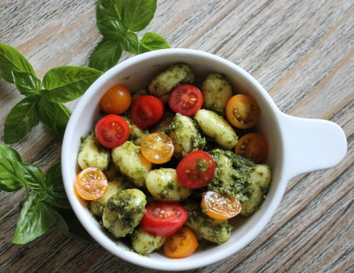Gnocchi al pesto di basilico e pomodorini: nostalgia d'estate