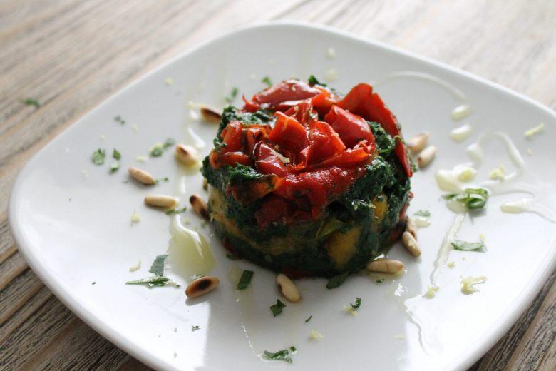 Tortino di spinaci e peperoni. Una tavola coloratissima