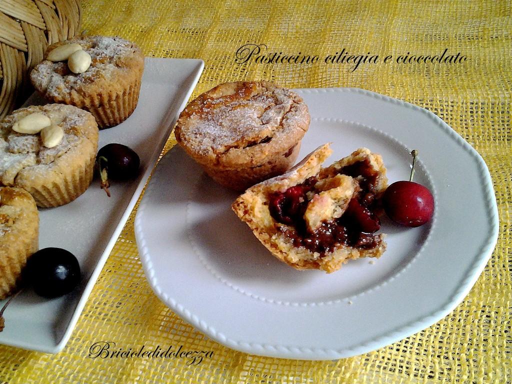 Pasticcino ciliegie e cioccolato