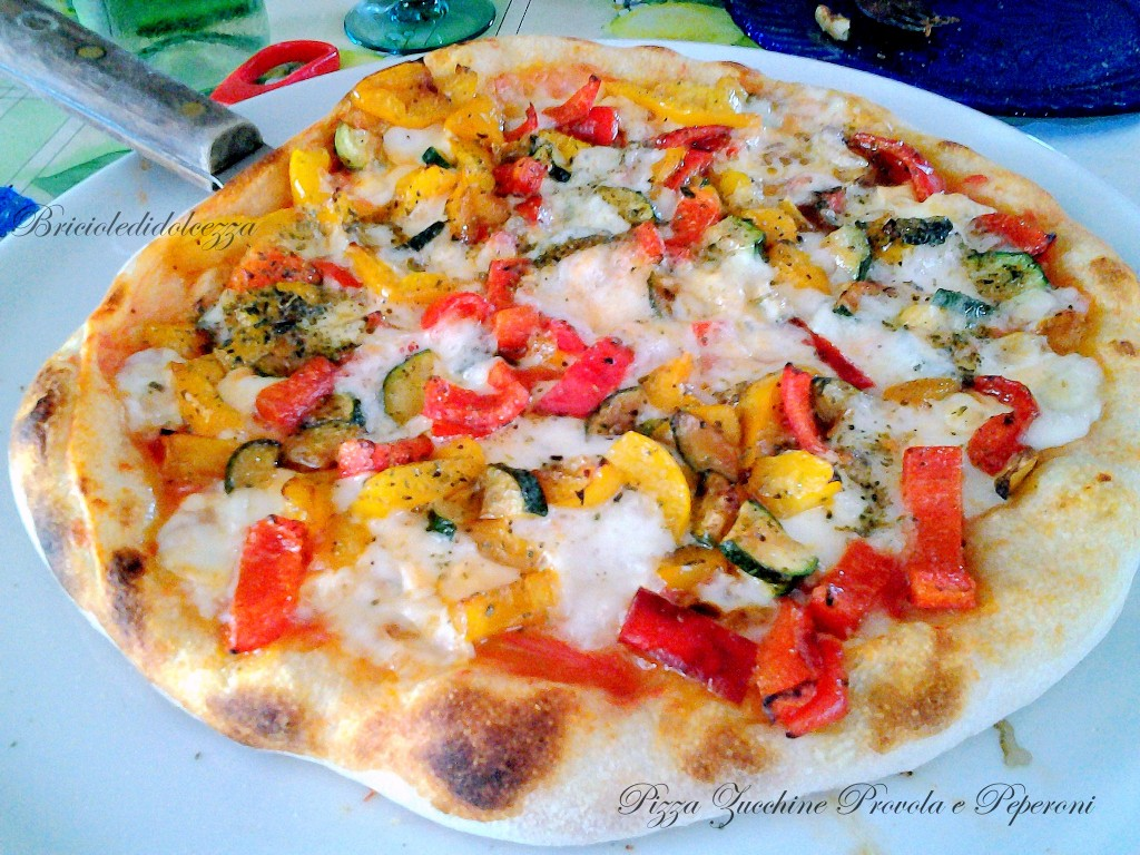 Pizza Zucchine Provola e Peperoni
