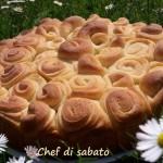 Pane sfogliato a roselline