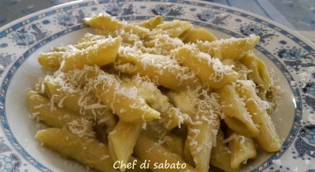 Pasta con crema di piselli e mozzarella