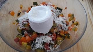 Strudel di pasta di pane con ricotta e verdure