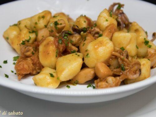 Gnocchi di patate con sugo di pesce