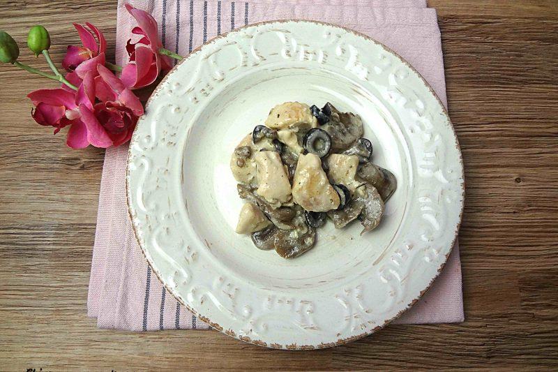 Petto di pollo con funghi e panna