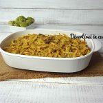 Pasta al forno con broccoli, salsiccia e funghi