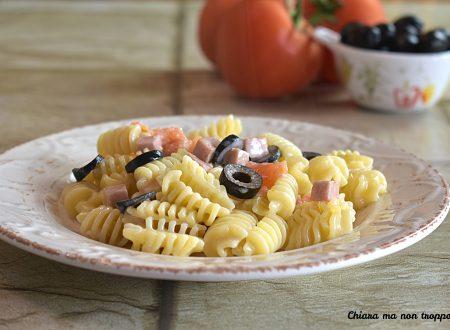 Pasta prosciutto cotto e olive