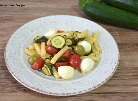 Insalata di pasta fredda con zucchine grigliate