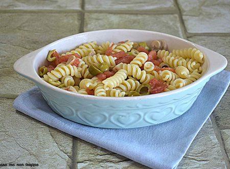 Pasta con funghetti e olive