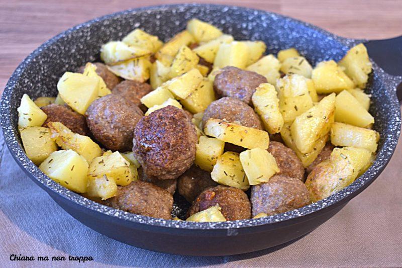 Polpette e patate in padella