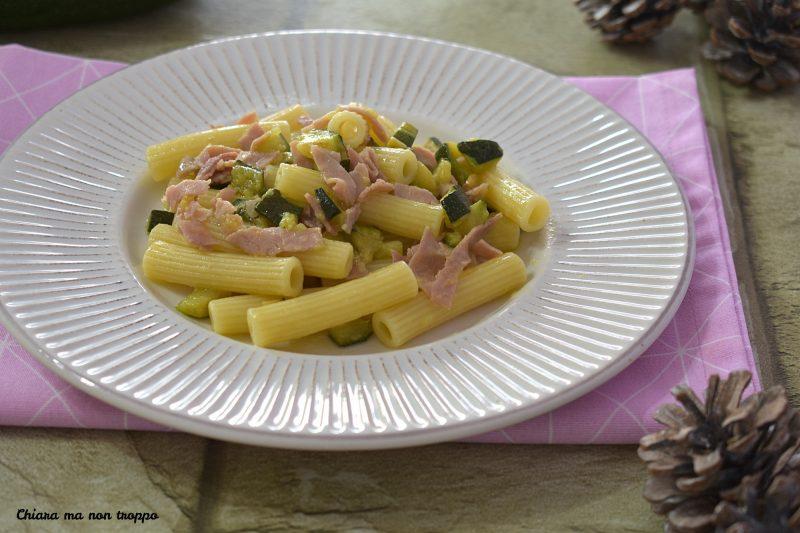 Sedanini con zucchine e prosciutto cotto