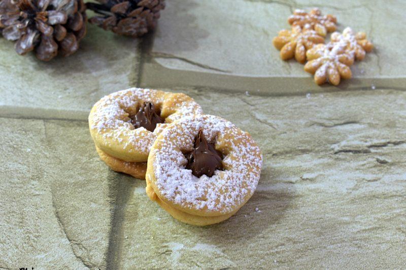 Biscotti golosi ripieni alla Nutella