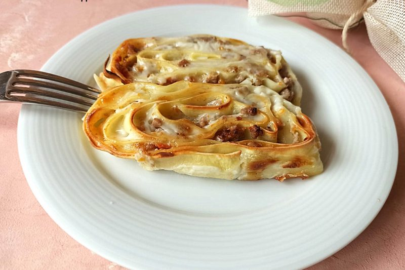 Girelle di pasta con carne macinata