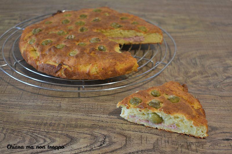 Rustico con olive e prosciutto cotto