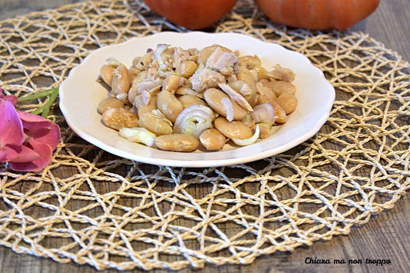 Insalata di fagioli in scatola e cipolle