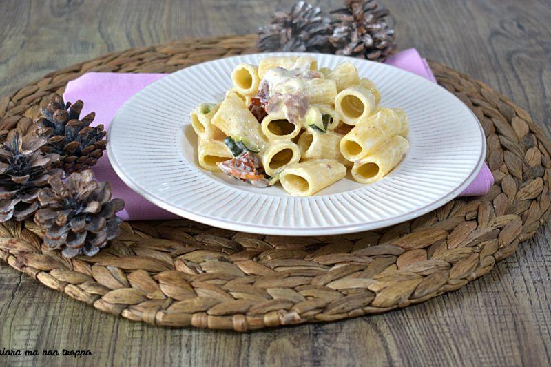 Pasta zucchine e pomodori secchi