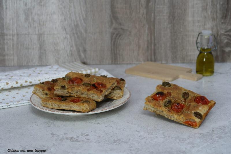 Focaccia pomodorini e olive senza lievitazione