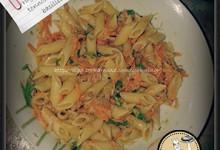 Pennette con ragù freddo di tonno, carote e basilico