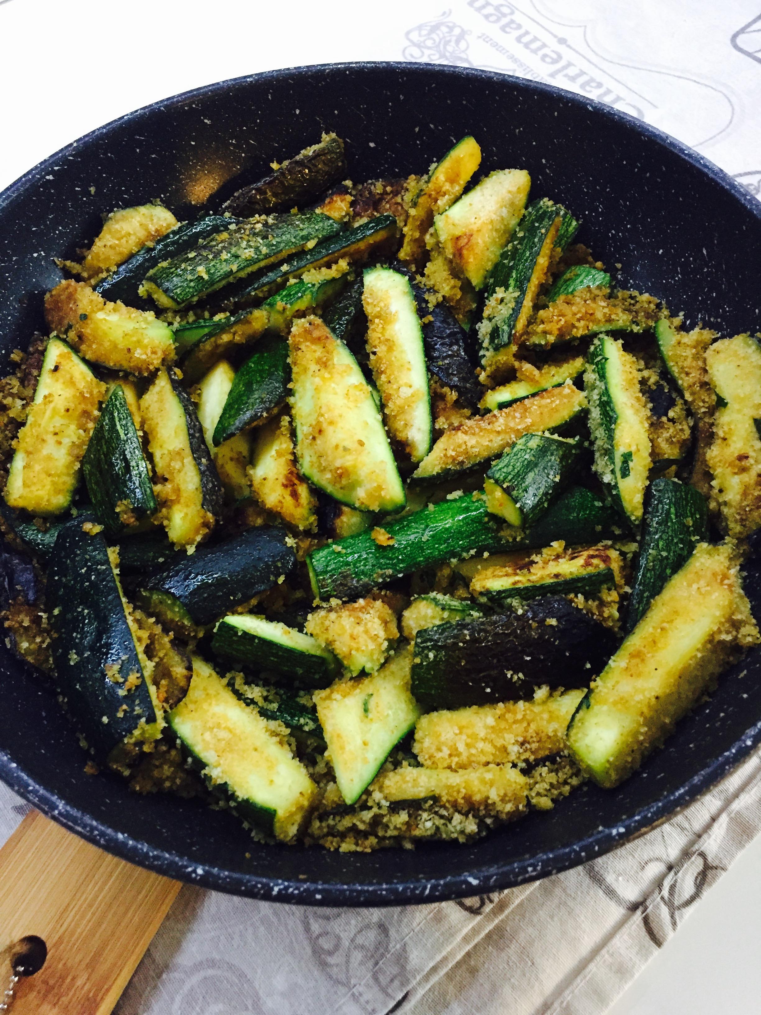 Zucchine croccanti in padella blog di cucinachepassione for Cucinare zucchine in padella