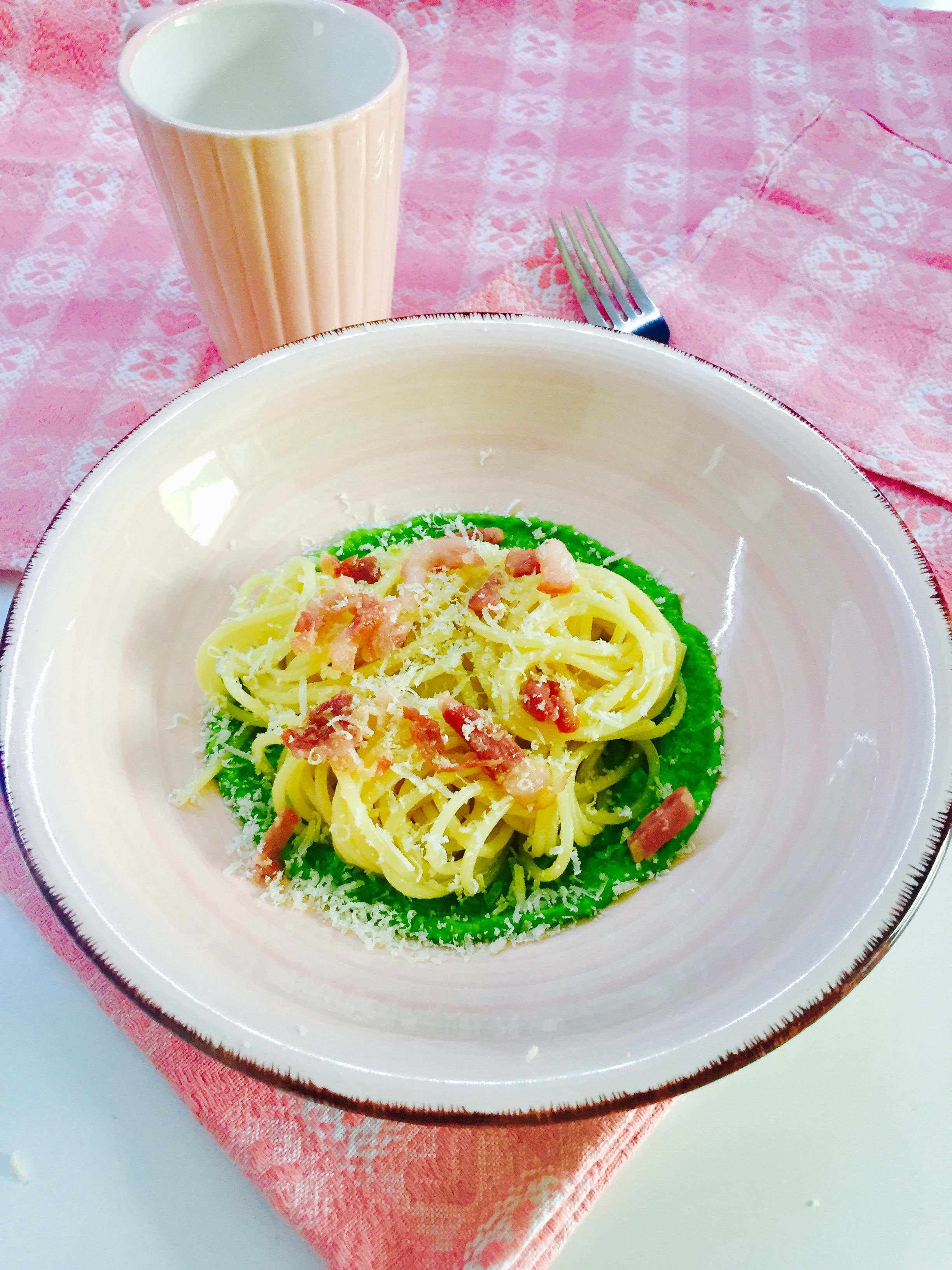 Spaghetti pancetta e piselli