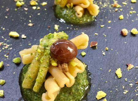 Casarecce integrali con pistacchi e olive taggiasche
