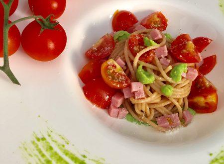 Spaghetti integrali su crema di piselli