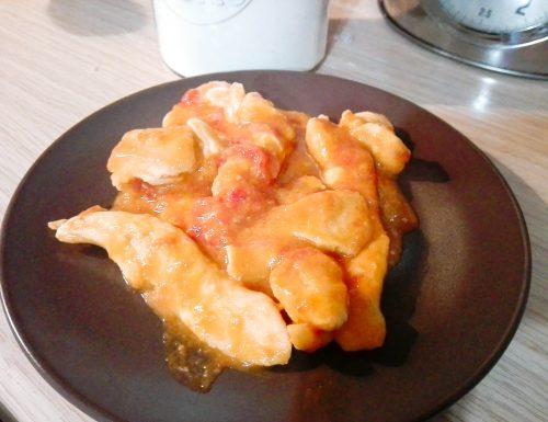 Straccetti di pollo alla pizzaiola con mozzarella