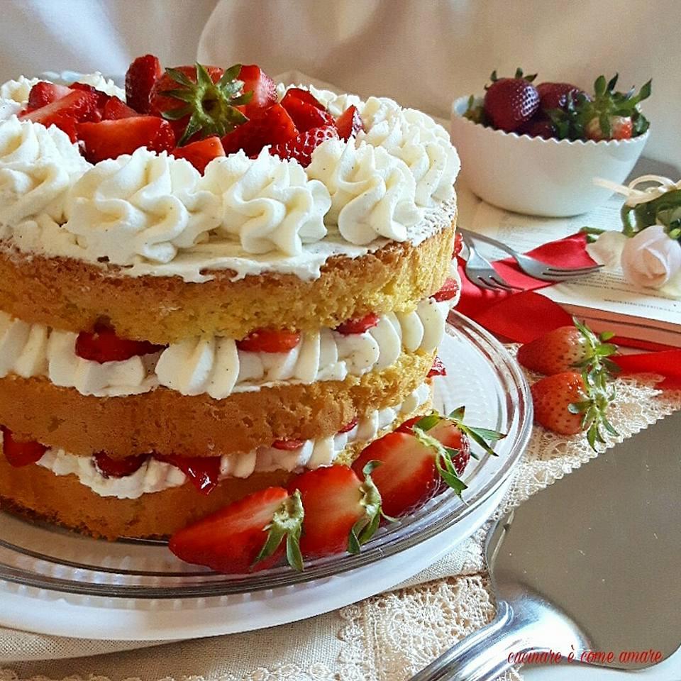 Naked cake con crema al mascarpone e fragole | Cucinare è come amare