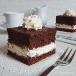 Torta a quadrotti con panna e cioccolato