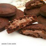 Biscotti ripieni alla nutella con frolla al cacao