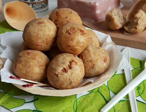 Polpette di pane con mortadella e pecorino