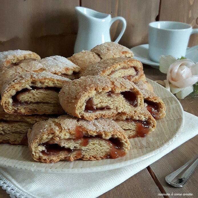 biscotto arrotolato con marmellata senza burro