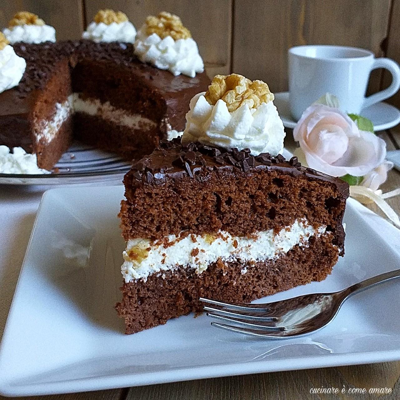 torta alle noci cioccolato e panna
