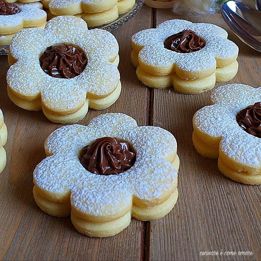 biscotto fiorellino alla nutella