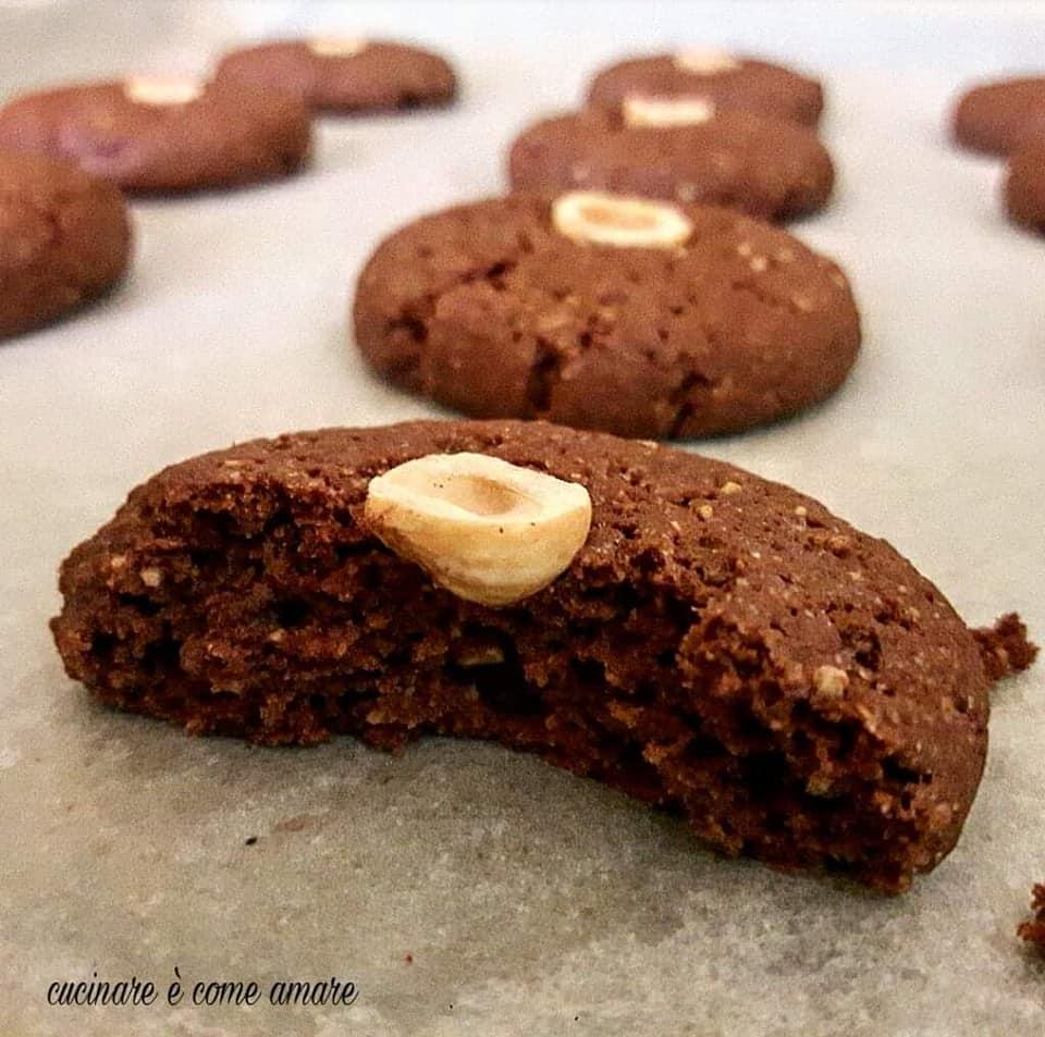 biscotto dolce nocciola e cacao