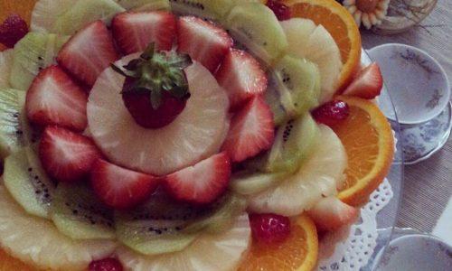 TORTA CON RIPIENO CREMA e frutta